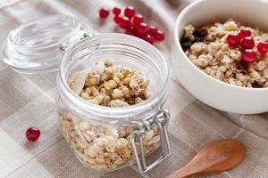 Granola with fresh currant