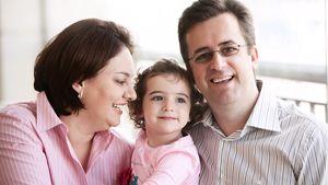 allergy-happy-child-parents-3840px.tif